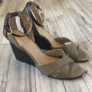 Tahari Wedge Size 9.5